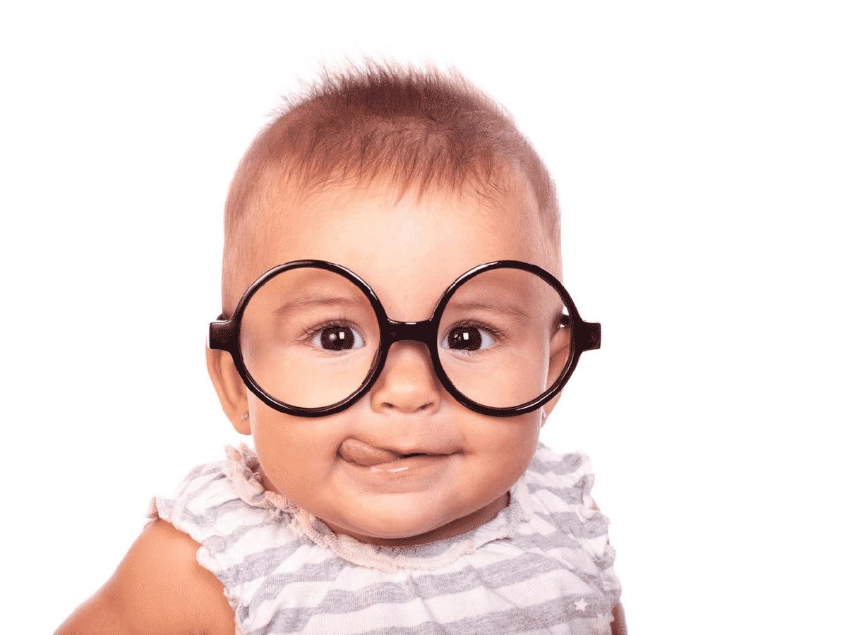 Occhiali da vista: come abituare i bambini ad indossarli