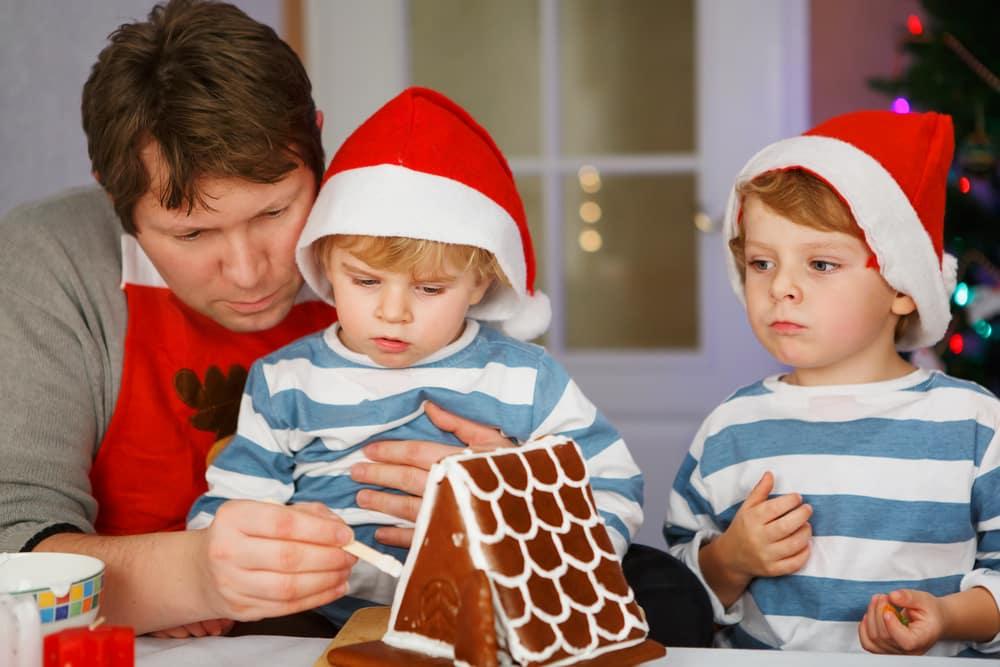 Prepariamoci al Natale! Come il Superpapà e suo figlio trasformano la casa in attesa di Babbo Natale