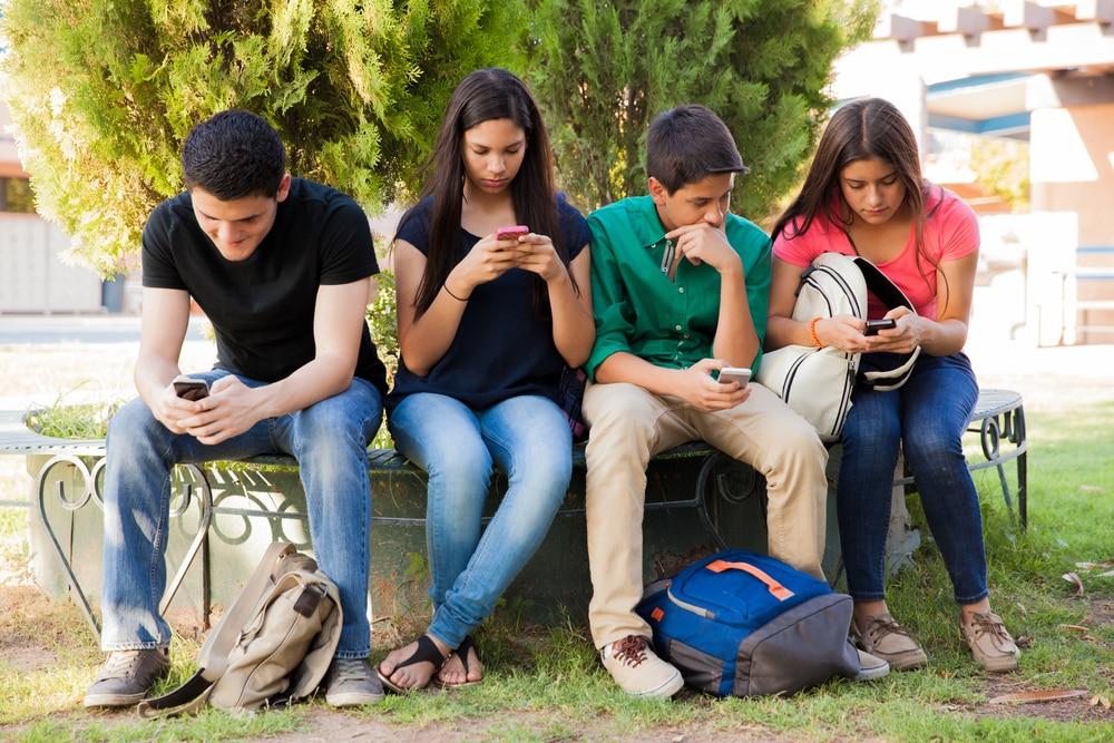 Regole e non comandi: come educare i figli adolescenti