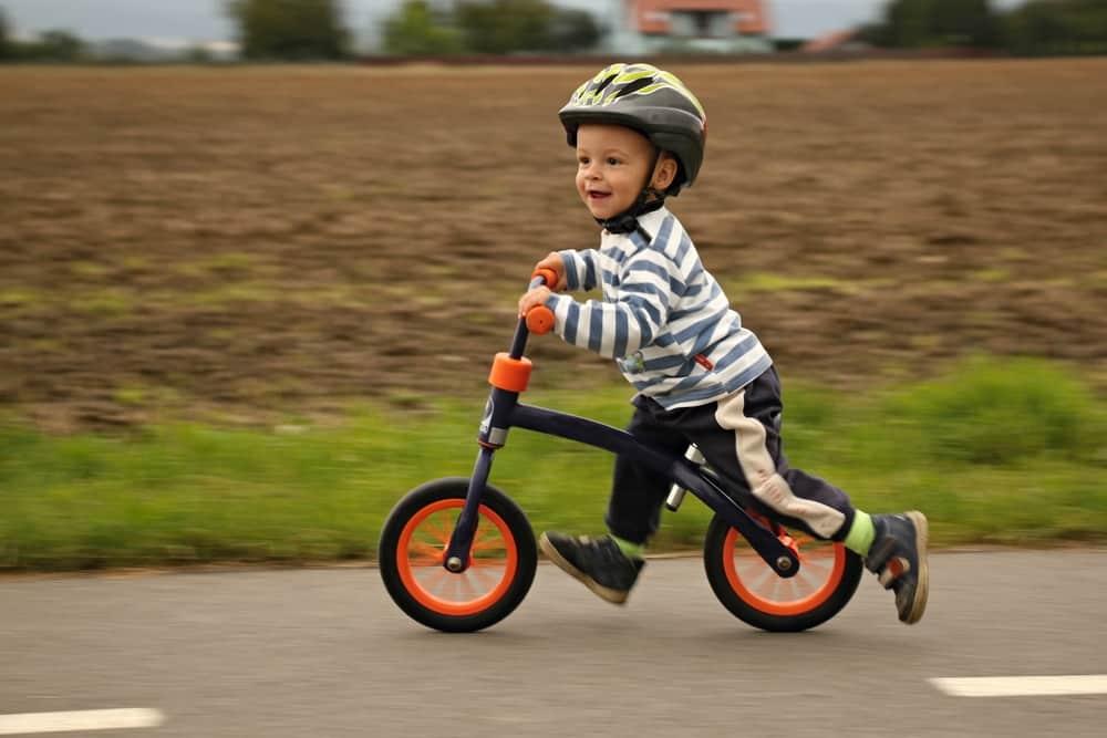 La prima è una bicicletta senza pedali!
