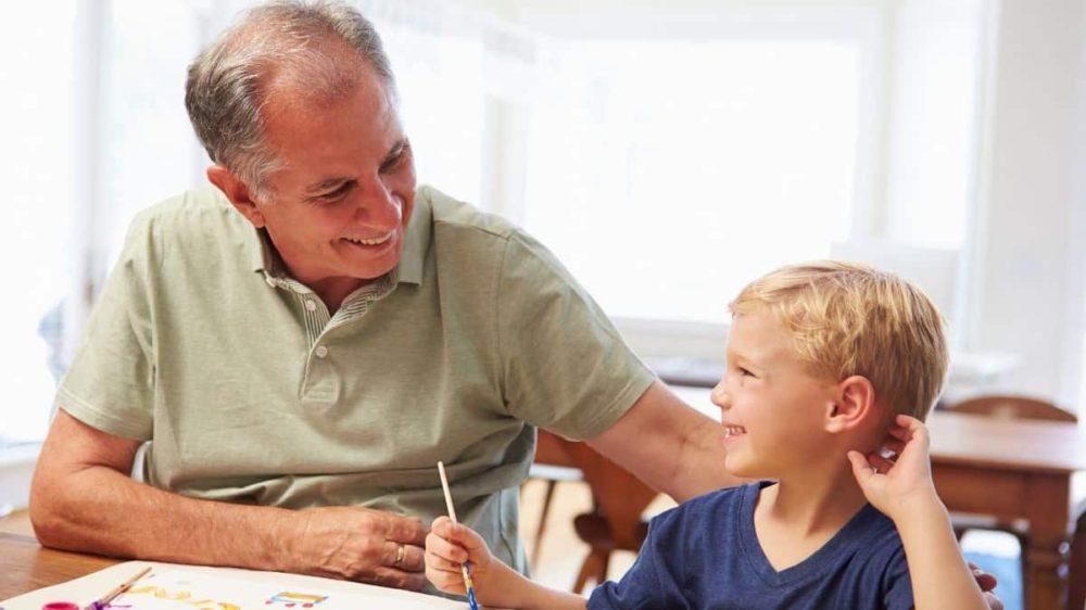 Bonus baby sitter ai nonni: come richiederlo