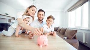 Risparmiare su bollette e assicurazioni