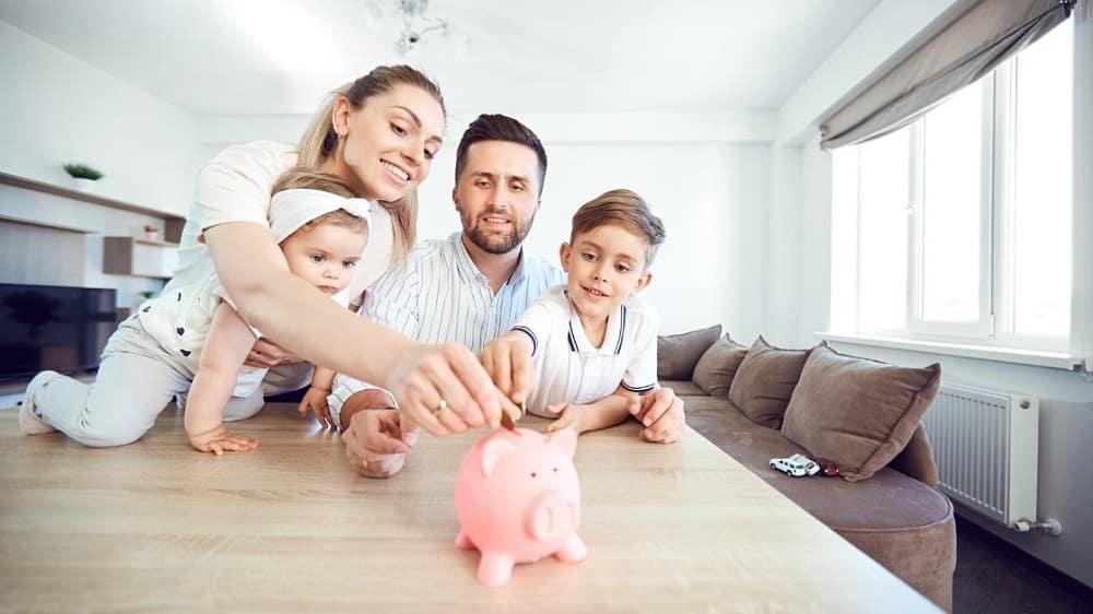 Assicurazioni, banche e bollette: consigli utili per  risparmiare